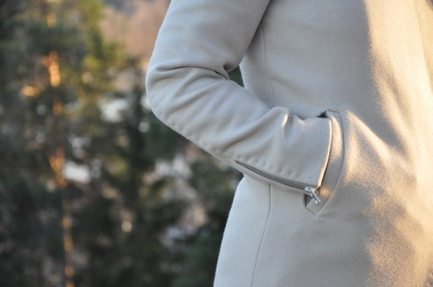 Handstitches in the sleeves are one of my favourite details in jackets. I use those quite often in my own jackets.